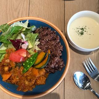 夏野菜のレッドカレー(イート・モア・グリーンズ (eat more greens))