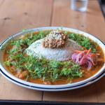 3種の鶏のチキンカレー+八方美菜のオーガニックパクチー(spiceスエヒロ (スパイススエヒロ))