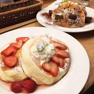イチゴのパンケーキ【期間限定】3月末まで(スコッチ バンク 渋谷 (Scotch Bank Shibuya))
