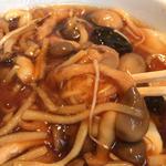 餃子とキノコの麺