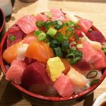 彩コロ丼(日替り丼)(居酒屋HAKOYA)