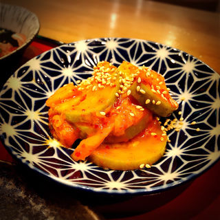 ズッキーニとキムチの炒めもの(もつ焼き勝利はなれ)