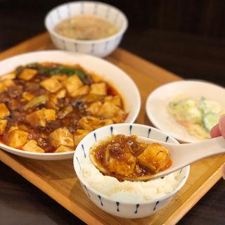 四川麻婆豆腐ランチ(広東名菜 紅茶 (ほんちゃ))
