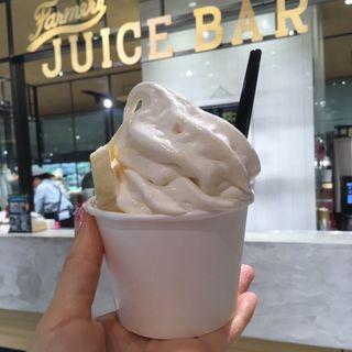 バナナソフトクリーム(クイーンズ伊勢丹 Farmer's Juice Barファーマーズジュースバー)