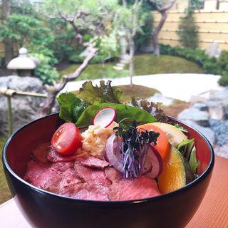 ローストビーフ丼(喜重郎)