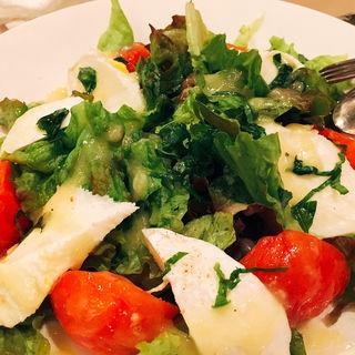 フルーツトマトとモッツアレーラチーズのサラダ(ちょっとローマ )