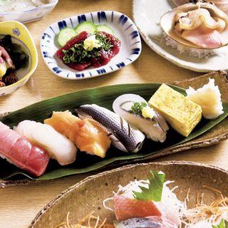 Aコース(前菜、刺身盛り合わせ、焼物、茶碗蒸し、すし盛り合わせ、お吸物、デザート)(季乃下 (ユシマオンナザカキノシタ))