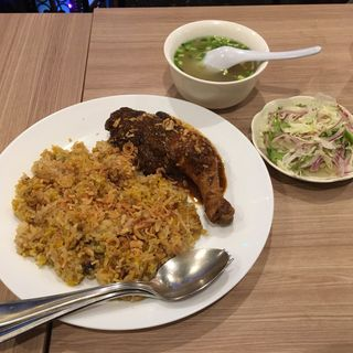ダンパウ(インド風ミャンマーチキンドライカレー)(ミャンマー料理 ミャ ミィン モ)