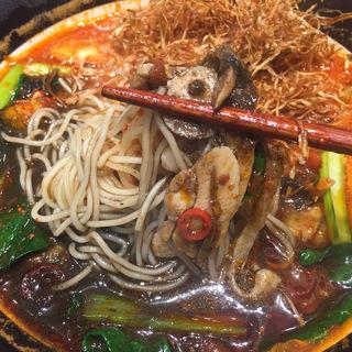 イカ墨ブラック アラビアータトマト麺(太陽のトマト麺 新宿東宝ビル店 )