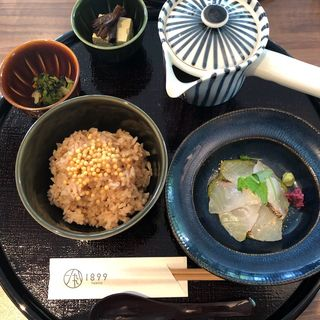 鯛茶漬けランチ(GREEN TEA RESTAURANT 1899 OCHANOMIZU (グリーン ティー レストラン イチハチキュウキュウ))