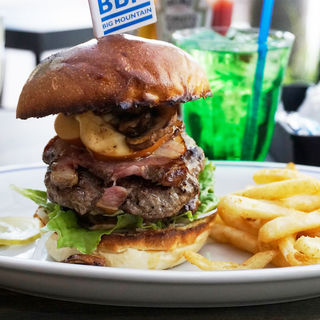 B.B.Mバーガー(BURGER BIG MOUNTAIN)