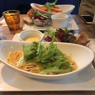 パスタプレート(鶏水菜のペペロンチーノ)(メゾンブルー (MAISON BLUE))