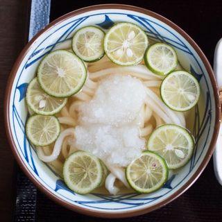 丸ごとすだち冷かけうどん(丸亀製麺 飾西店 )