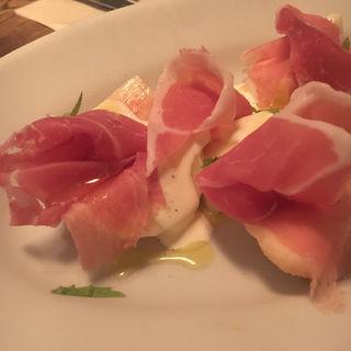 桃と生ハムとマスカルポーネチーズのサラダ(LIFE)