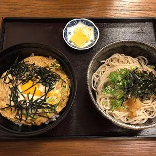 玉子丼とミニおろし蕎麦(そば処花りん)