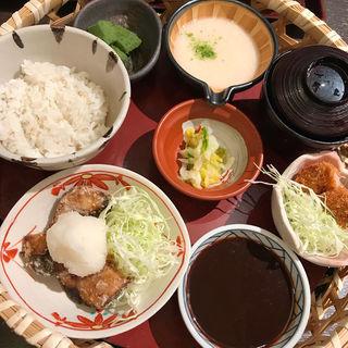 鯖の竜田揚げとヒレカツの籠盛りB ランチ(とんかつ勝六 アルプラザ店)