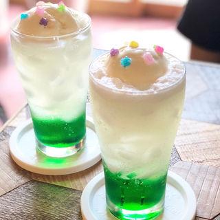 メロンクリームソーダ(ココチカフェ)