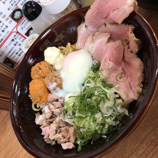 ガッチリ麺 辛挽肉&チャーシュー 増し(牛テールラーメン たけめん)