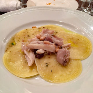 紋章入り自家製パスタ コルツェッティ イタリア産ウサギのラグーソース(スクニッツォ! (SCUGNIZZO!))