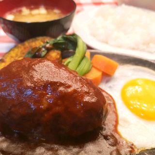 ハンバーグ(デミグラスソース)(洋食大吉)