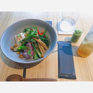 緑黄色野菜と蕎麦の実のマクロボウル(REVIVE KITCHEN THREE HIBIYA)