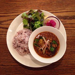 豚ひき肉と夏野菜のカレー(ナイス&ウォーム)