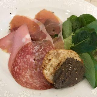 生ハムと鶏レバーパテの前菜(Trattoria La Fonte(トラットリア ラ フォンテ))