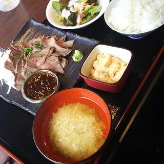 ローストビーフ定食(日本酒専門 のすけ)