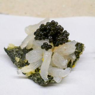 海苔の天ぷら白海老とキャビアのせ(天ぷら小泉)