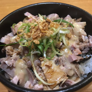 豚マヨ丼(ラーメン坊也哲 )