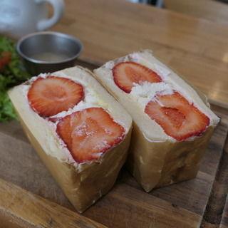 いちごのフルーツサンドセット(ノースショア (NORTHSHORE.hanafru))