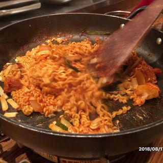 チーズラーメン(韓国鶏鍋 GOCHU (コチュ))