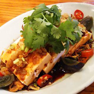 豆腐とザーサイの冷菜(アジアンビストロDai 武蔵小杉店)