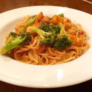 海老とブロッコリーのトマトクリームソース(trattoria antico)