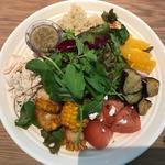 コールドフルーツとキヌア ナッツの彩りチョップドサラダ
