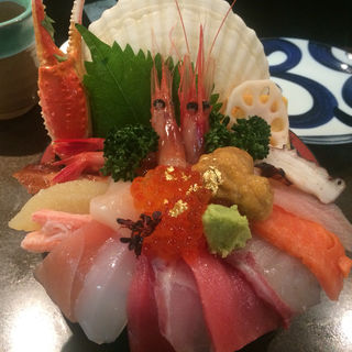 海鮮丼(近江町市場 山さん寿司)