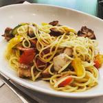 彩り野菜とチキンのペペロンチーノ