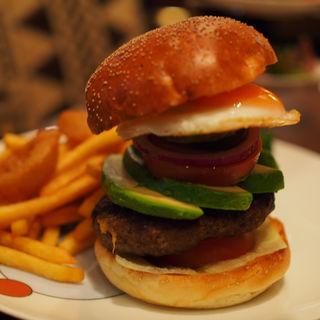 ハンバーガー(アボカド、エッグ)(フライングトマトカフェ )