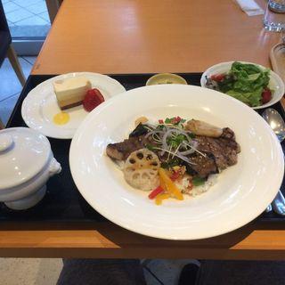 牛サーロインステーキのグリルボウル(レストランよよぎ )
