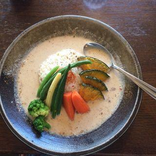 野菜カレーランチ、サラダ・ドリンク付き(あちゃ )