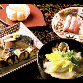 塩アイス最中、青森のお肉で一品(シャモロック胸肉たたきと金木産馬刺し)、八戸せんべい汁、八戸サバの食べ比べ三種(あおもり 湯島 )