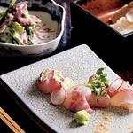 板長おまかせ料理(お造り、富山のホタルイカとたらの芽の和え物、岩手の水だこと竹の子)