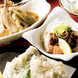 焼き物 太刀魚の竹巻焼き、煮物 地魚のあら煮、揚げ物 地魚の天ぷら盛り合わせ、炙り物 媛っこ地鶏の炙り塩焼き、デザート 柚子シャーベット(かおりひめ )
