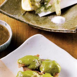 季節の天ぷら、生もずく酢、総州古白鶏九条ねぎソース(一饗 (いっきょう))