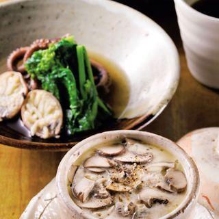 稲庭うどん、飯だこと菜の花の旨煮、モッツァレラチーズ茶碗蒸し(一饗 (いっきょう))