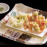 【揚げ物】桜エビとふきのとうのかき揚げ、白魚とうすい豆のかき揚げ
