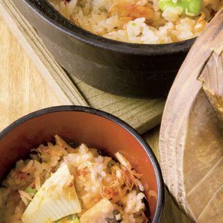 桜海老の土鍋ご飯(写真は2人前)(堤 )