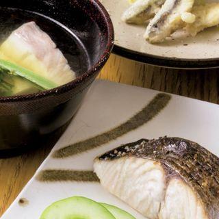 真鯛と筍、こごみの煮物、天ぷら(稚鮎、空豆)、鰆の塩焼(ノ貫 (hechican へちかん))