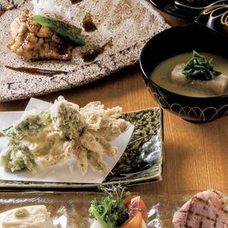 雫( 前菜三品 蕎麦餅の入った春キャベツのお椀 大穴子の白焼き 山椒のソース 季節の天ぷら おせいろ 甘味)(風來蕎)