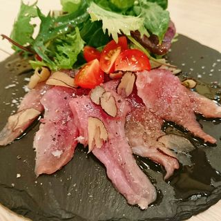 大和肉鶏ももたたき(肉寿司 薪焼き キッチンひろ)